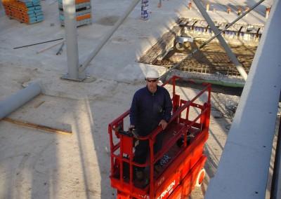 Montage-constructiebouw-te-Ulft-2010-2011-Het-uitzetten-en-plaatsen-van-het-gehele-metalen-frame-van-de-nieuwbouw-bedrijfshal-met-verschillende-hoogte-niveaus-06