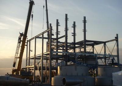 Montage-constructiebouw-te-Ulft-2010-2011-Het-uitzetten-en-plaatsen-van-het-gehele-metalen-frame-van-de-nieuwbouw-bedrijfshal-met-verschillende-hoogte-niveaus-13