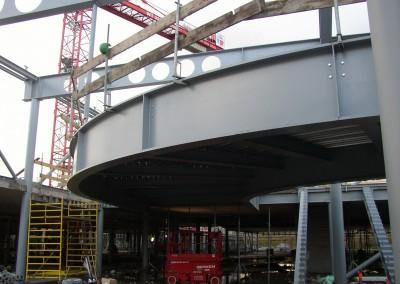 Montage-constructiebouw-te-Ulft-2010-2011-Het-uitzetten-en-plaatsen-van-het-gehele-metalen-frame-van-de-nieuwbouw-bedrijfshal-met-verschillende-hoogte-niveaus-15